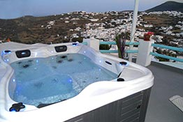 The jacuzzi at Kampos Home