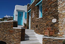 The entrance at the reception of Kampos Home at Sifnos
