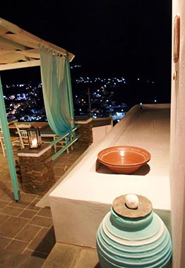 Night view of Kampos Home at Sifnos